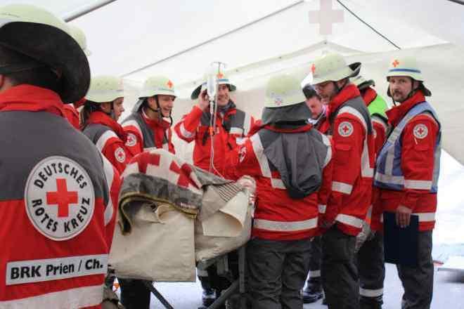 das Foto zeigt Bereitschaftsmitglieder bei einer Übung