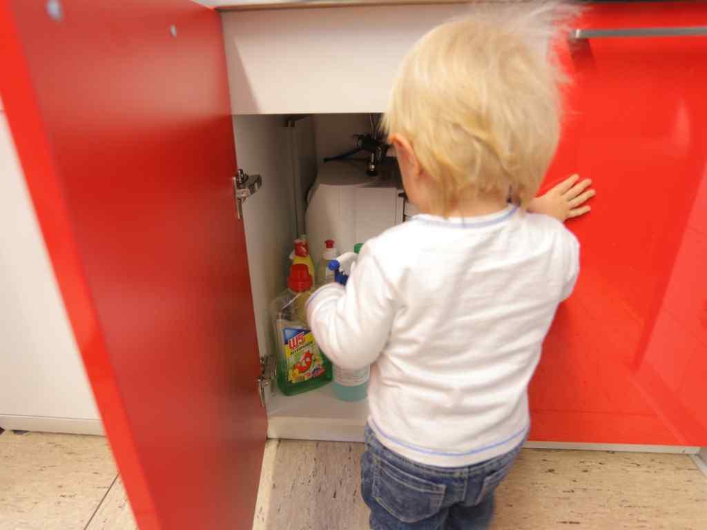 Präventionsmaßnahmen um Vergiftungen von Kindern zu vermeiden.