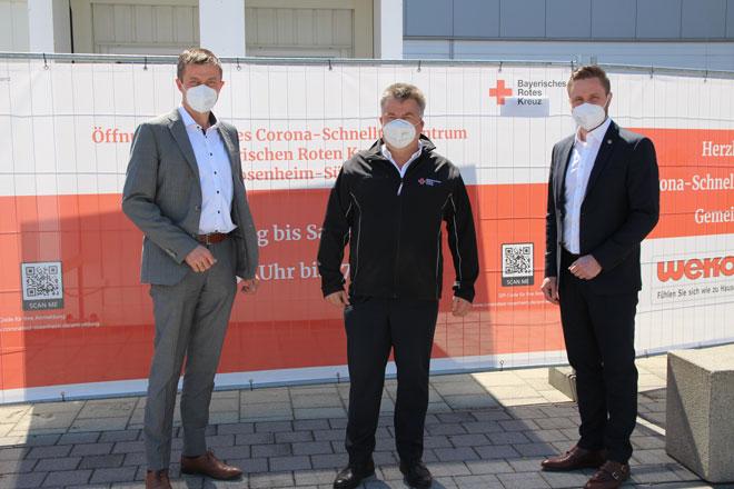 Helmut Greimel, Martin Schmidt und Daniel Artmann an der neuen Teststation Rosenheim-Süd