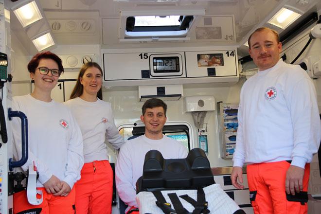 Vier der fünf neuen im Rettungswagen