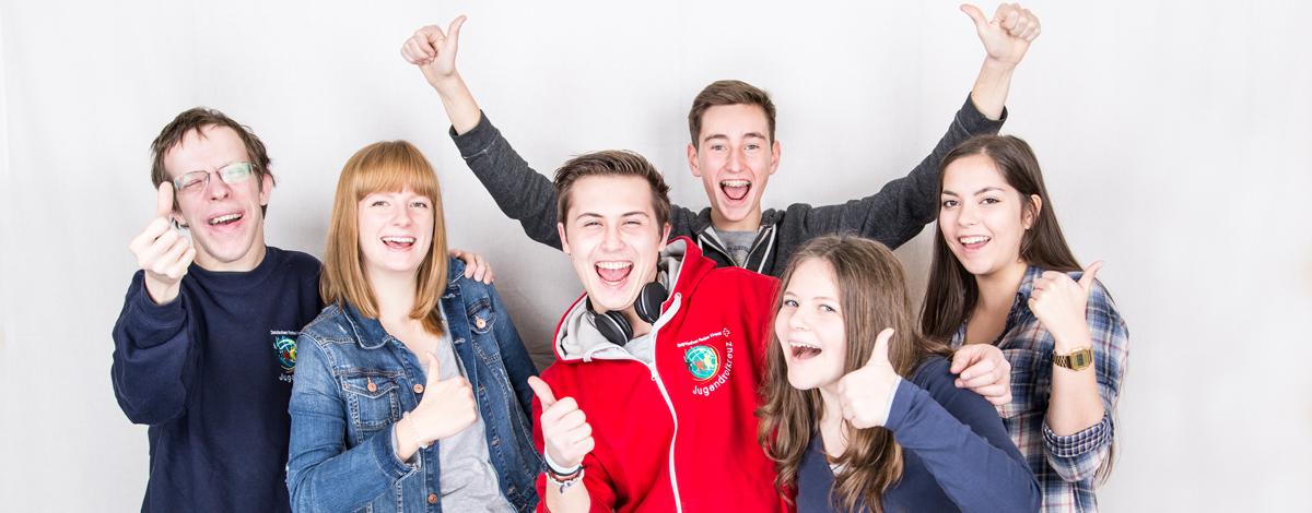 Das Bild zeigt eine Gruppe von Jugendlichen.