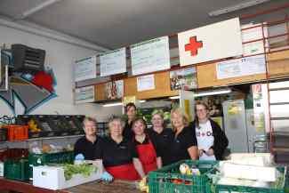 Das Bild zeigt  ehrenamtliche Helferinnen in der Tafel.