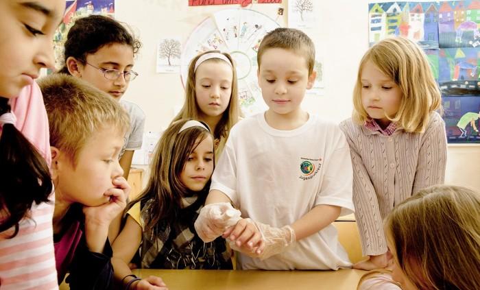 im Juniorhelfer des BRK Rosenheim lernen Kinder alles wichtige zur Ersten Hilfe